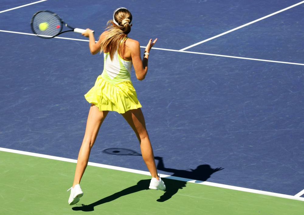 woman-hitting-tennis-ball
